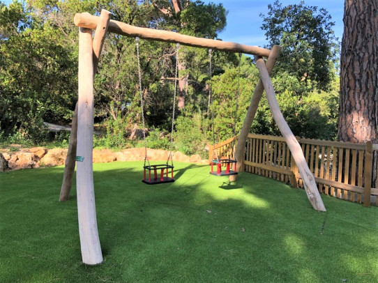 Large robinia swing