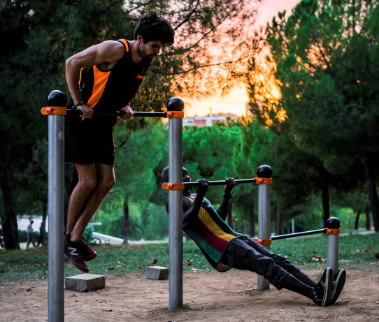 Three-stroke bars Street Workout